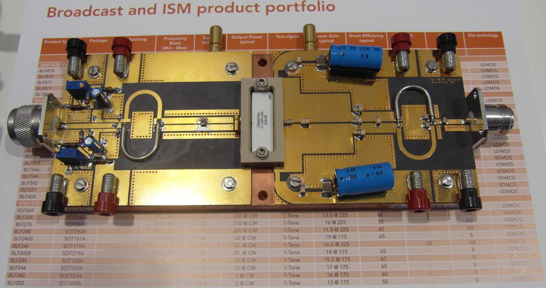"""历届最具规模的IIC-China展览会,第13届""""国际集成电路研讨会暨展览会"""",全球十大半导体公司中的八家,包括Intel、 Freescale Semiconductor、NXP Semiconductors、Renesas Technology、Samsung、STMicroelectronics、Texas Instruments及Toshiba都在IIC-China展会中展示他们的最新技术。其中我司为NXP制作完成最新型号BLF878,BLF872的DEMO,在展会上展出,"""